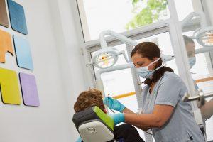 Praxiseindrücke Behandlung in der Zahnarztpraxis Dr. dent. Helge Kaufhold Köln