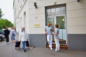 Praxiseindrücke Veedelszahnarztpraxis Eingang Dr. dent. Helge Kaufhold Köln
