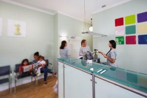 Praxiseindrücke Empfang der Zahnarztpraxis Dr. dent. Helge Kaufhold Köln