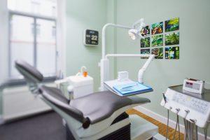 Praxiseindrücke Behandlungsraum der Zahnarztpraxis Dr. dent. Helge Kaufhold Köln